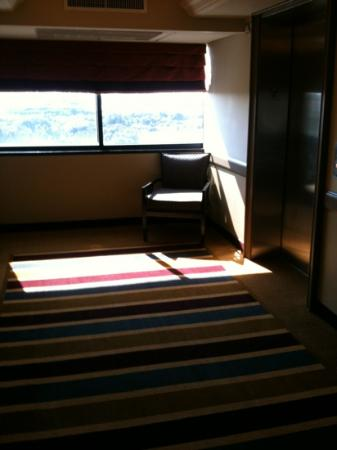 Embassy Suites by Hilton West Palm Beach Central: elevator waiting area