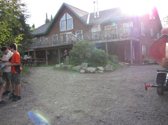 Voyageur Canoe Outfitters : picture of VCO lodge
