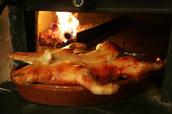 Ciudad Real, España: Cochinillo asado en horno de leña