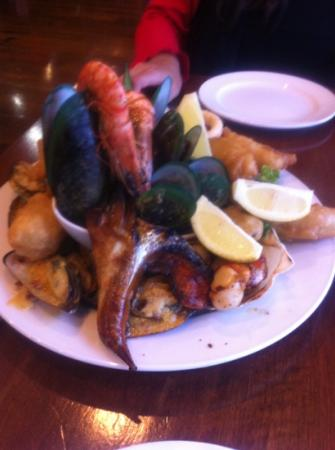 The Mussel Pot: seafood selection platter