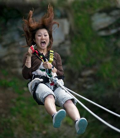 AJ Hackett Bungy New Zealand: Ledge Swing