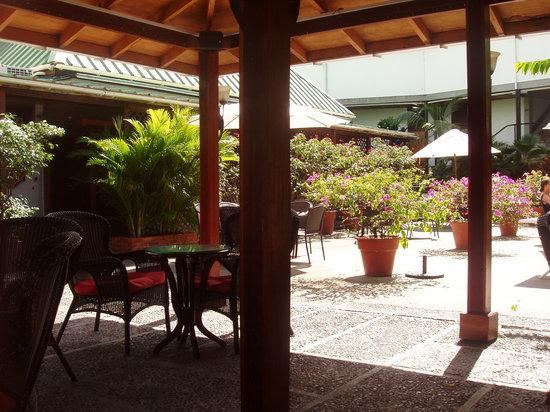 Balas Bar: Courtyard view