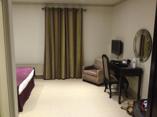 Clifton Arms Hotel: Room 216