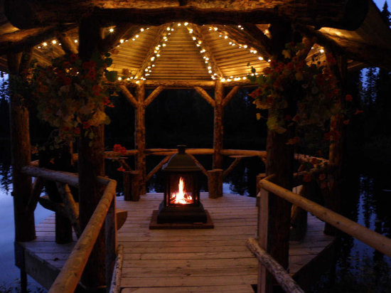 Escape for Two Bed & Breakfast: Beautiful fall night at the Dragonfly Gazebo