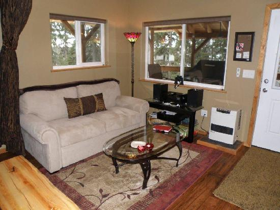 Escape for Two Bed & Breakfast: Dragonfly Living Room