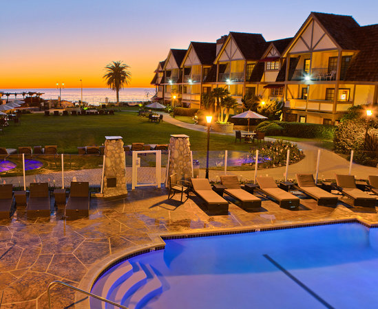 Carlsbad Inn Beach Resort: Pool at Sunset