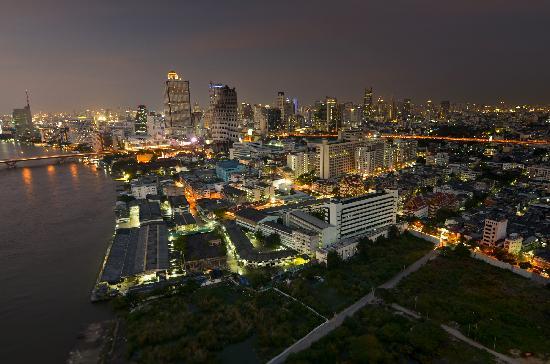Chatrium Hotel Riverside Bangkok: Chatrium view from room-night1