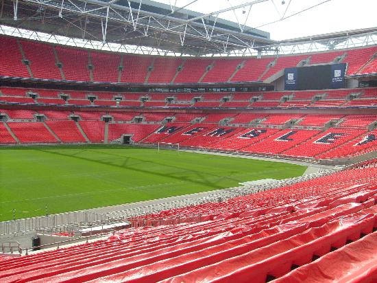 in the dressing room picture of wembley stadium wembley. Black Bedroom Furniture Sets. Home Design Ideas