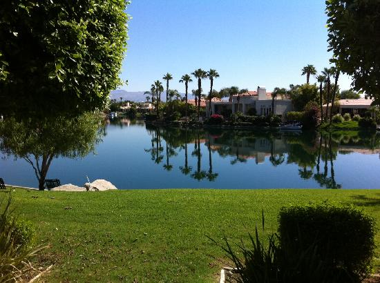 The Chateau at Lake La Quinta: Very nice lake