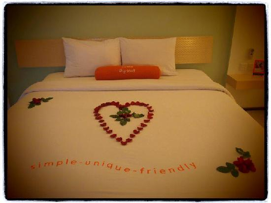 Batam Wedding Photography: Decorated Bed For Honeymoon Package
