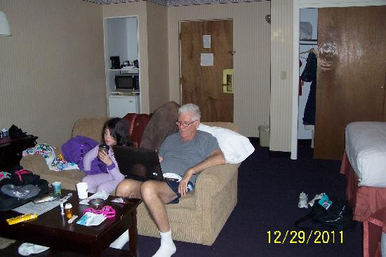 Howard Johnson Inn Mystic: Lovely large room, plenty of room to spread out and chill!