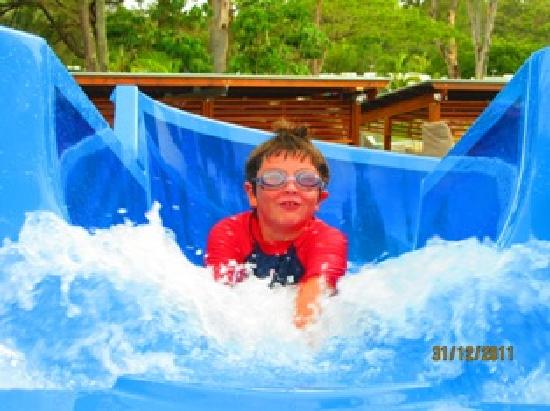 Gold Coast Holiday Park & Motel: My boy at the top of the water slide :)