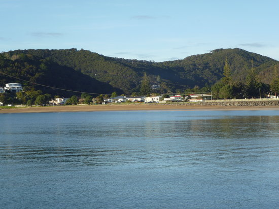 Mayfair Lodge: Waitangi from the water