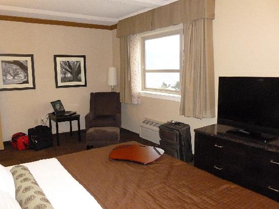 Best Western Plus Kamloops Hotel: King Bedroom