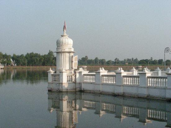 Nalanda: jal mandir  view