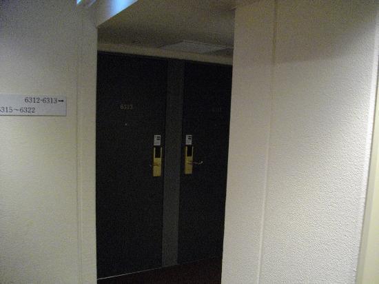 Hotel Shinbashi Sanbankan: 部屋番号(3番館の6階に宿泊なので36・・)となる。