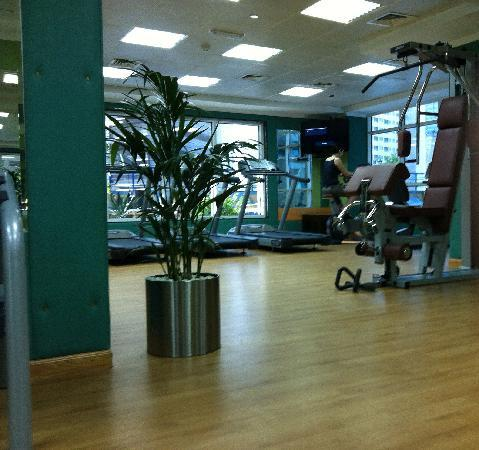 Golden Tulip Thanyah Hotel Apartments : the gym