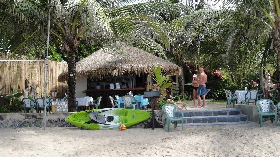 Noble House Beach Resort: the bar at Noble House (great fruit shakes!)