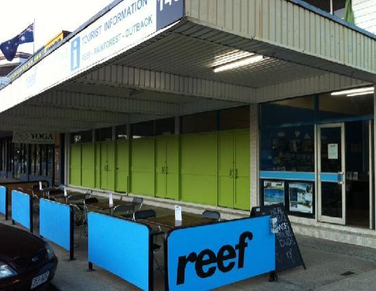 Reef Backpackers: Building front