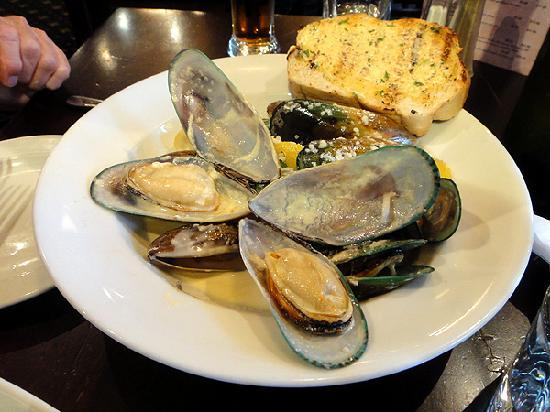 The Bog Irish Bar: NZ green lip mussels A-