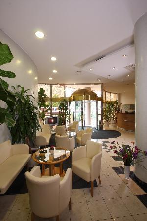 Hotel Trinity: Hotel Lobby