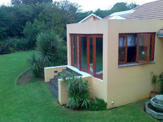 DimSum Guest House: Garden view