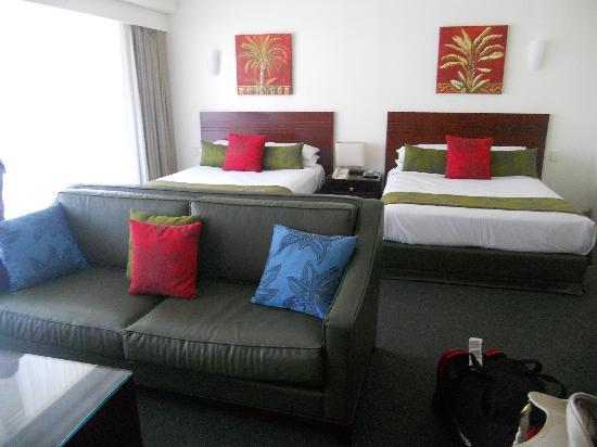 Mantra Twin Towns: two queen beds in hotel room