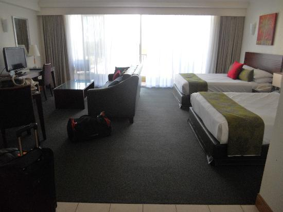 Mantra Twin Towns: 3 seater lounge, balcony