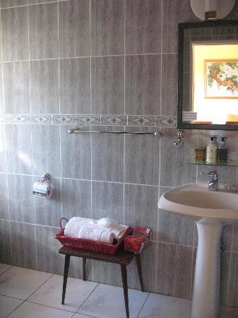 DimSum Guest House: En-suite bathroom