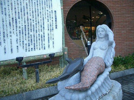 Unohama Onsen: 人魚館前の人魚像