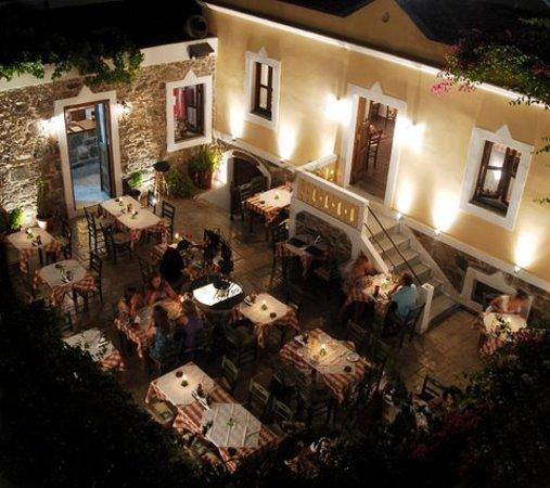 Avli Restaurant: Panoramic view of avli