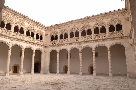 Museo Nacional de Escultura : Patio del Colegio de San Gregorio