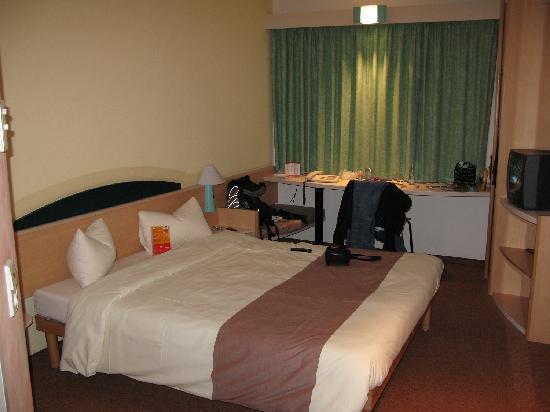 Ibis Fulda City: room