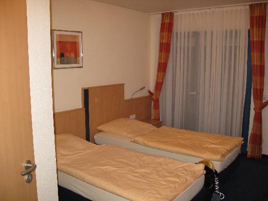 Rheinterrassen Hotel: room