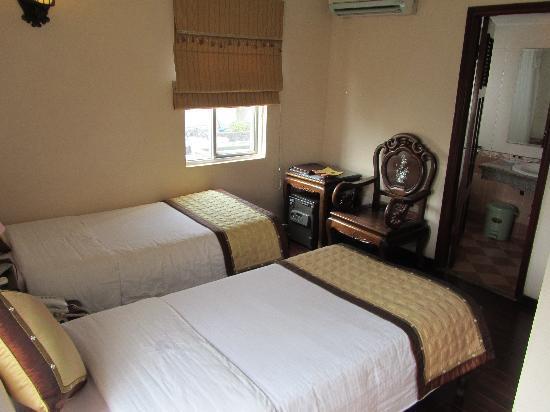 Hong Ngoc Tonkin Hotel : Twin single room on 7th floor