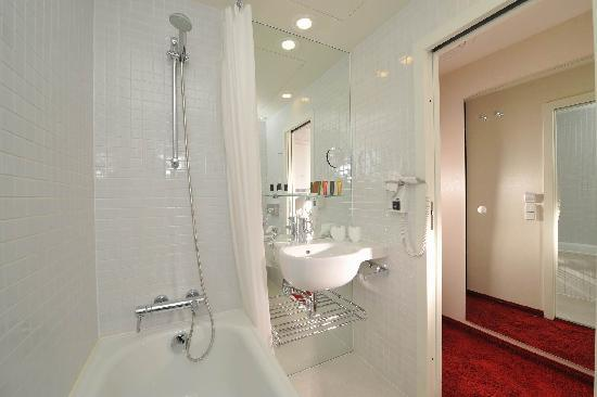 Design Metropol Hotel Prague: Bathroom