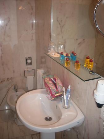 Hotel Principe Paz: detalles en el baño, reposición diaria