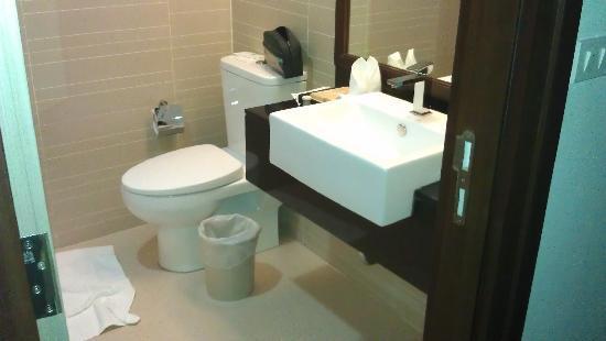 Rua Rasada Hotel & Convention Center: Bathroom