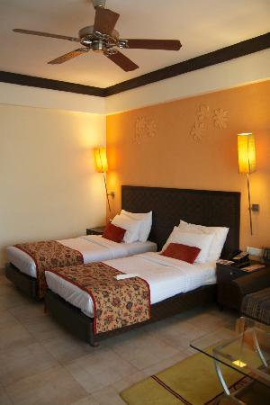 Fariyas Resort Lonavala: bedroom