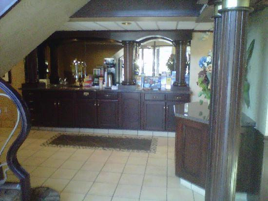 BEST WESTERN PLUS Siding 29 Lodge: Coffee station in lobby