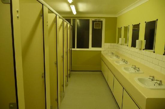 Globetrotter Inn Edinburgh: Showers