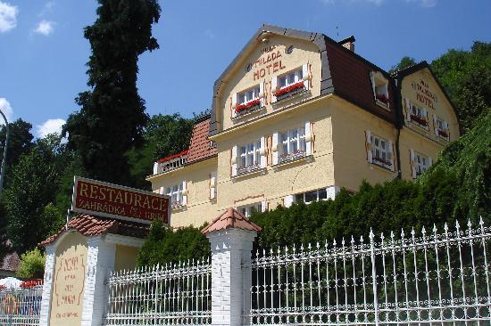 Hotel Villa Milada: The hotel from outside