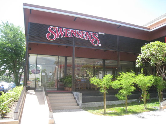 Swensen's Ice Cream : outside view