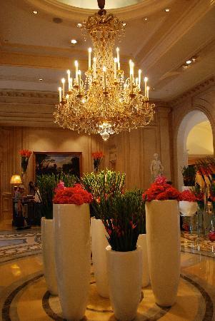 โรงแรมโฟร์ ซีซั่น จอร์จ ไฟฟ์ ปารีส: Hotel lobby area