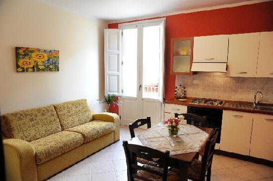 Greso Case Vacanza: cucina appartamento ROSSO