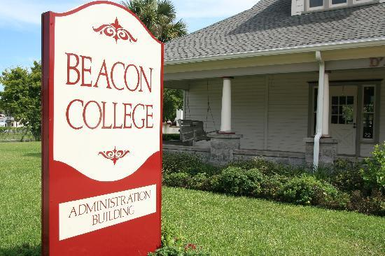Hampton Inn Leesburg - Tavares: Stay miles away from the one of a kind Beacon College.