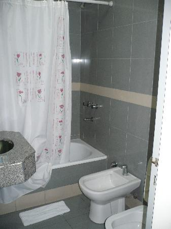 Hotel Plaza Roma: el baño