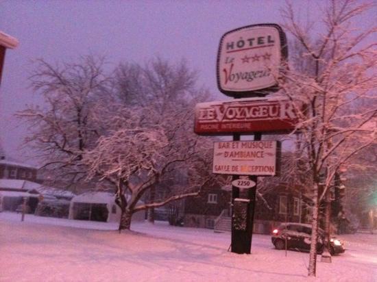 هوتل لو فويجر دي كويبيك: hotel sous la neige
