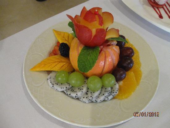 Al Maha, A Luxury Collection Desert Resort & Spa: A Most Elegant Fruit Salad