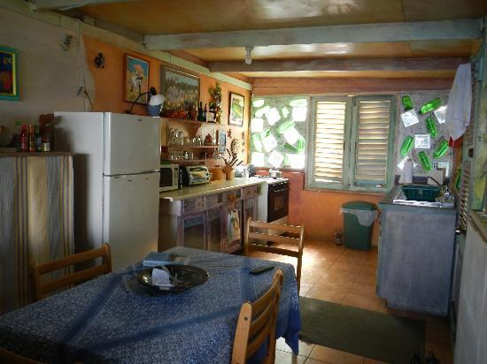 Te Moana Cottages: Living room and kitchen area